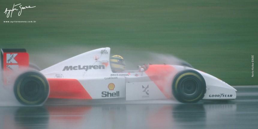 Ayrton Senna enfrenta a chuva no GP de Donington Park em 1993